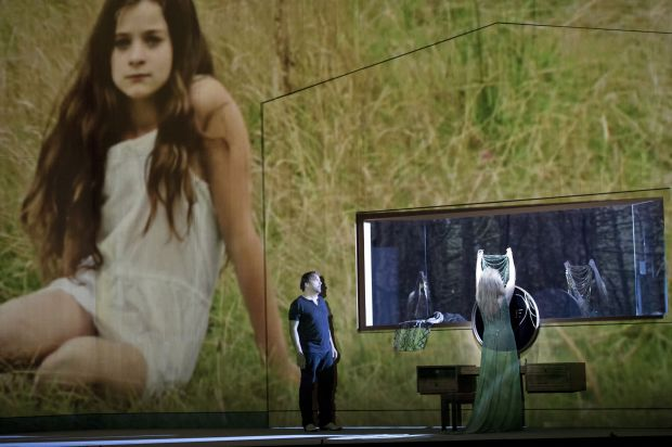 Marc Albrecht (conductor), Ivo van Hove (director), Jan Versweyveld (sets/lighting design), An D'Huys (costumes), Tal Yarden (video), Janine Brogt&Klaus Bertisch (dramaturge)