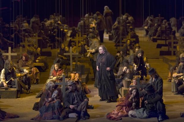 Violeta Urmana (Azucena), Koor van De Nationale Opera