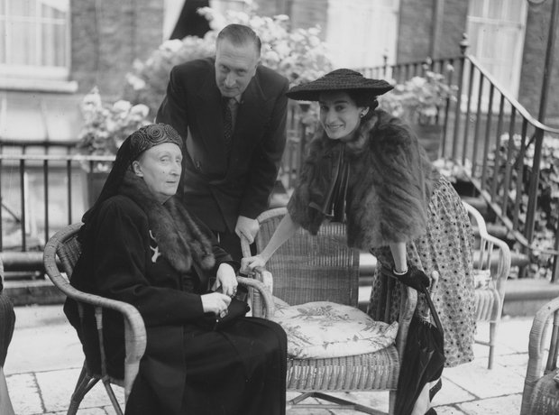 telefoonwilliam-walton-and-edith-sitwell-1340371662-view-0