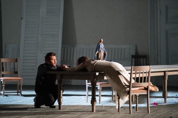 Leonora (Eva-Maria Westbroek) & Guardiano (Vitalij Kowaljow)