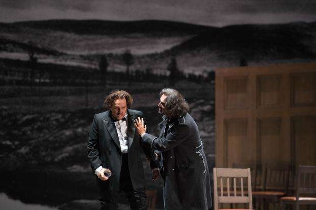 Carlos (Franco Vassallo) en Alvaro (Roberto Aronica)