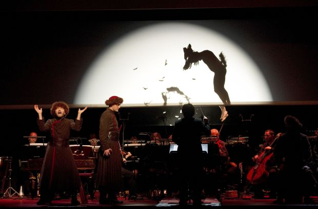 Xian Zhang (conductor), Robert Lepage (director), Sybille Wilson (preparation regie), Carl Fillion (sets), Mara Gottler (costumes), Étienne Boucher (light), Michael Curry (marionnettes design), Martin Genest (marionnettes choreography), Caroline Tanguay (preparation marionnettes choreography), Philippe Beau (concept Chinese shadow puppets)