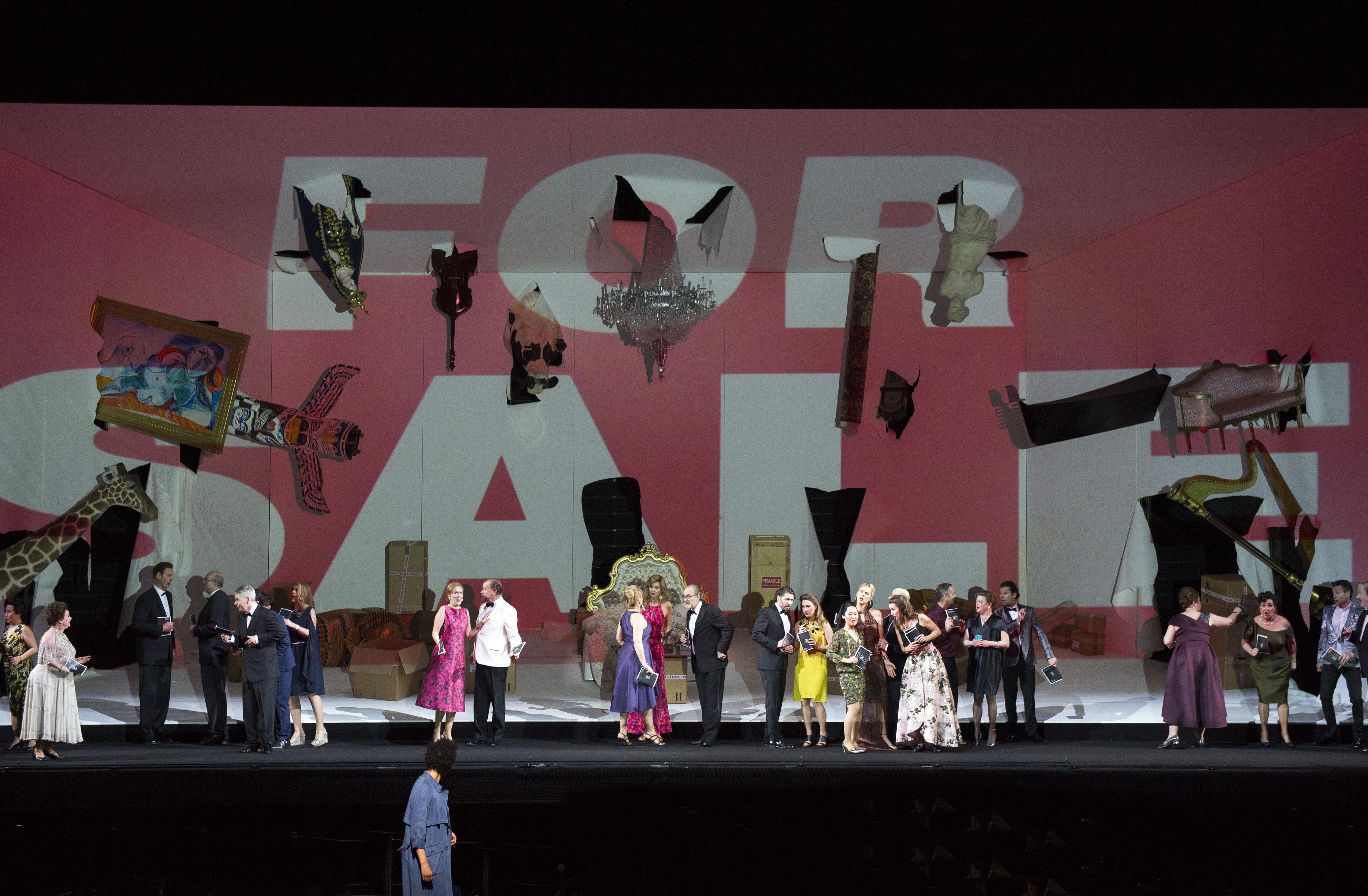 Koor van De Nationale Opera, met op de voorgrond Julia Bullock (Anne)