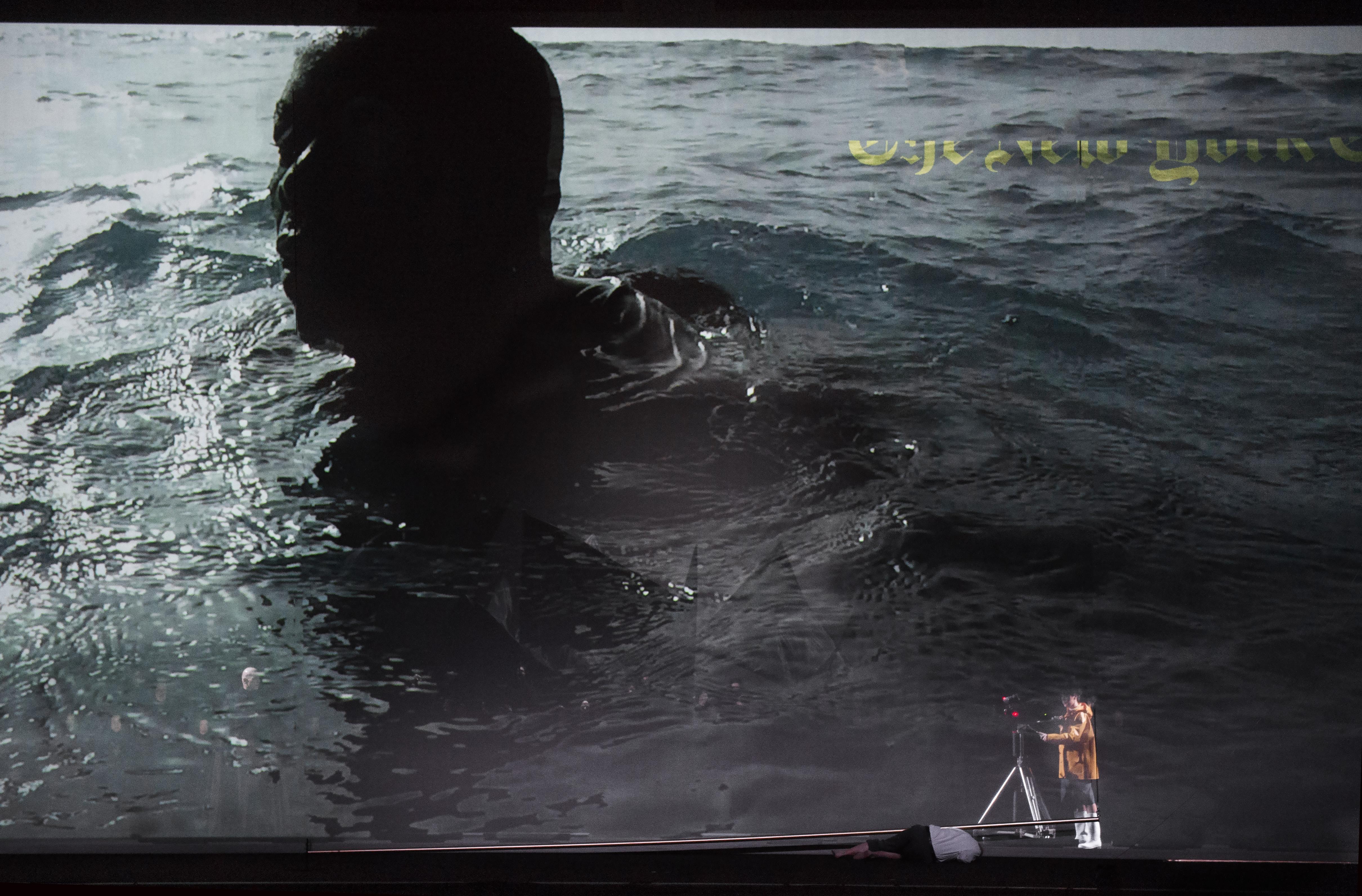 Op film: Mamadou Ndiayeop het toneel: Lenneke Ruiten (La MOrt)