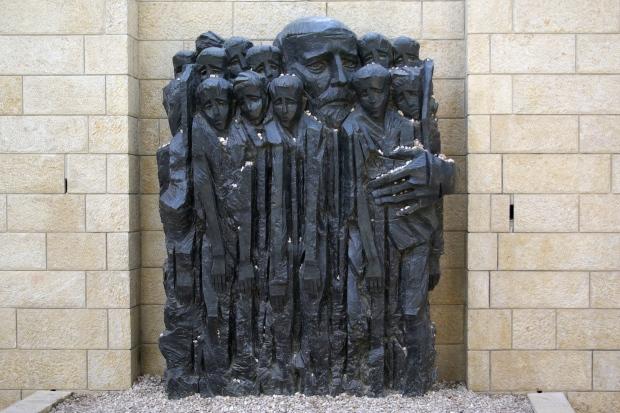 Korczak den de kindern Yad_Vashem_BW_2