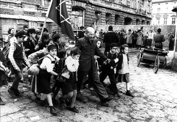 Korczak met de kinderen
