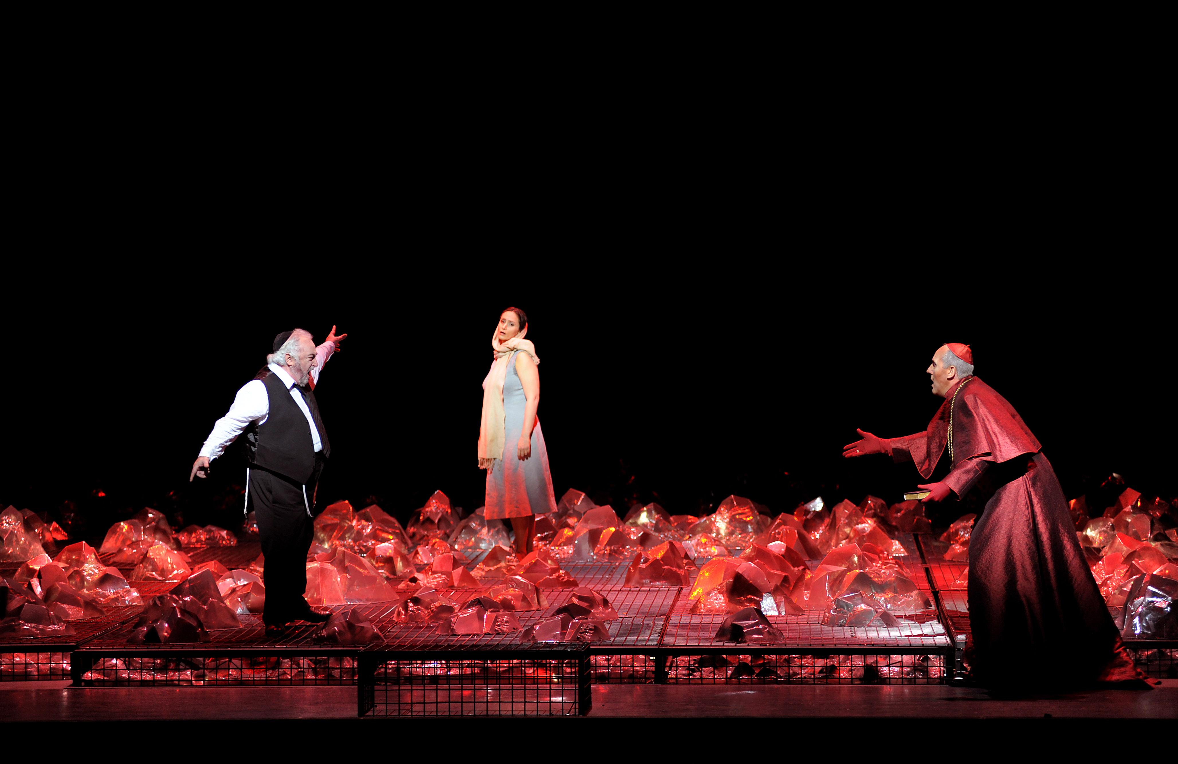 Carlo Rizzi (conductor), Pierre Audi (director), George Tsypin (sets), Dagmar Niefind (costumes), Jean Kalman (lighting design), Amir Hosseinpour (choreography), Willem Bruls (dramaturge)