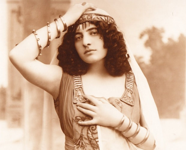 Rosa_Raisa_as_Aida_(1914)